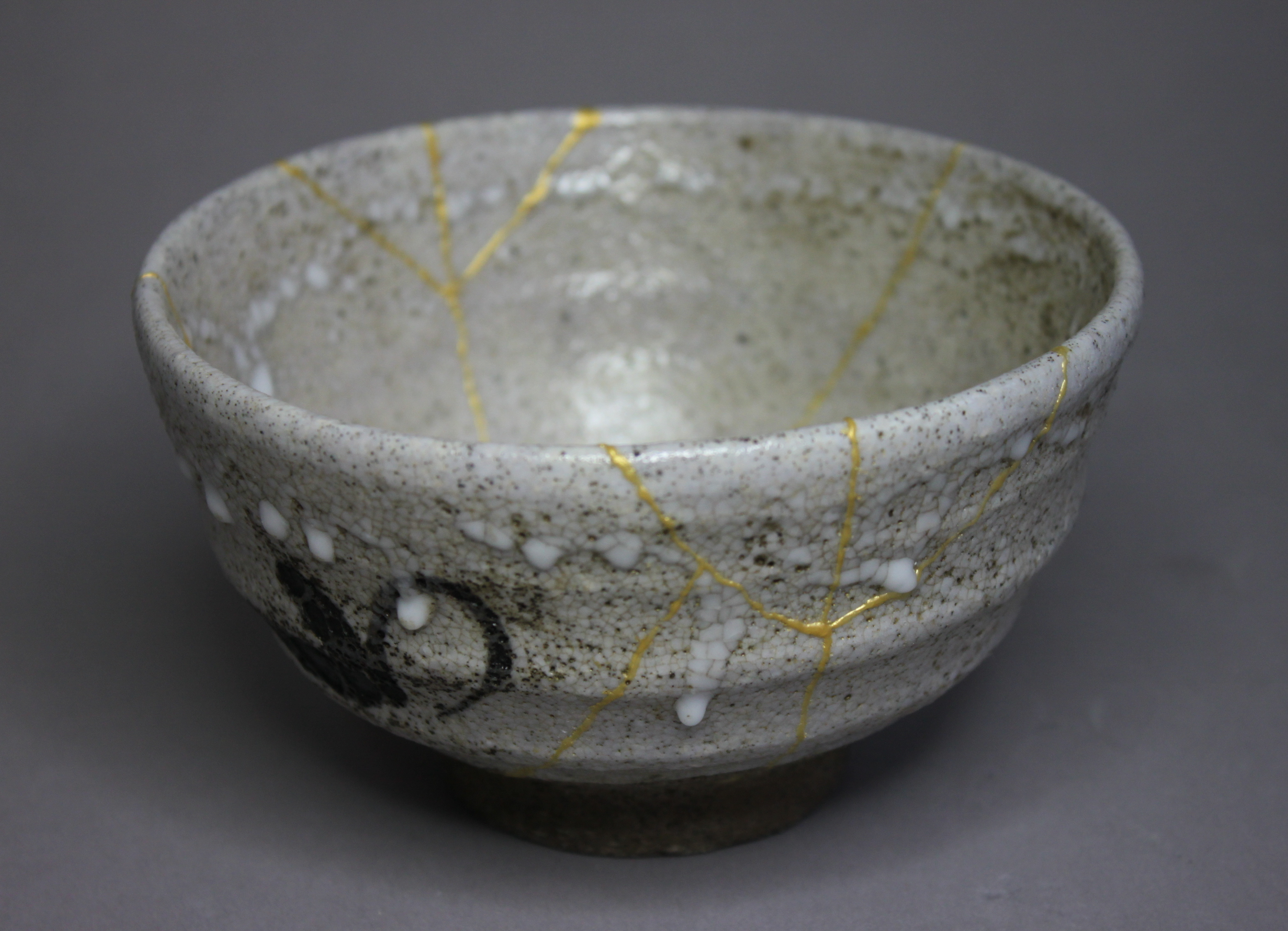 Restauration d'un bol avec la technique du Kintsugi