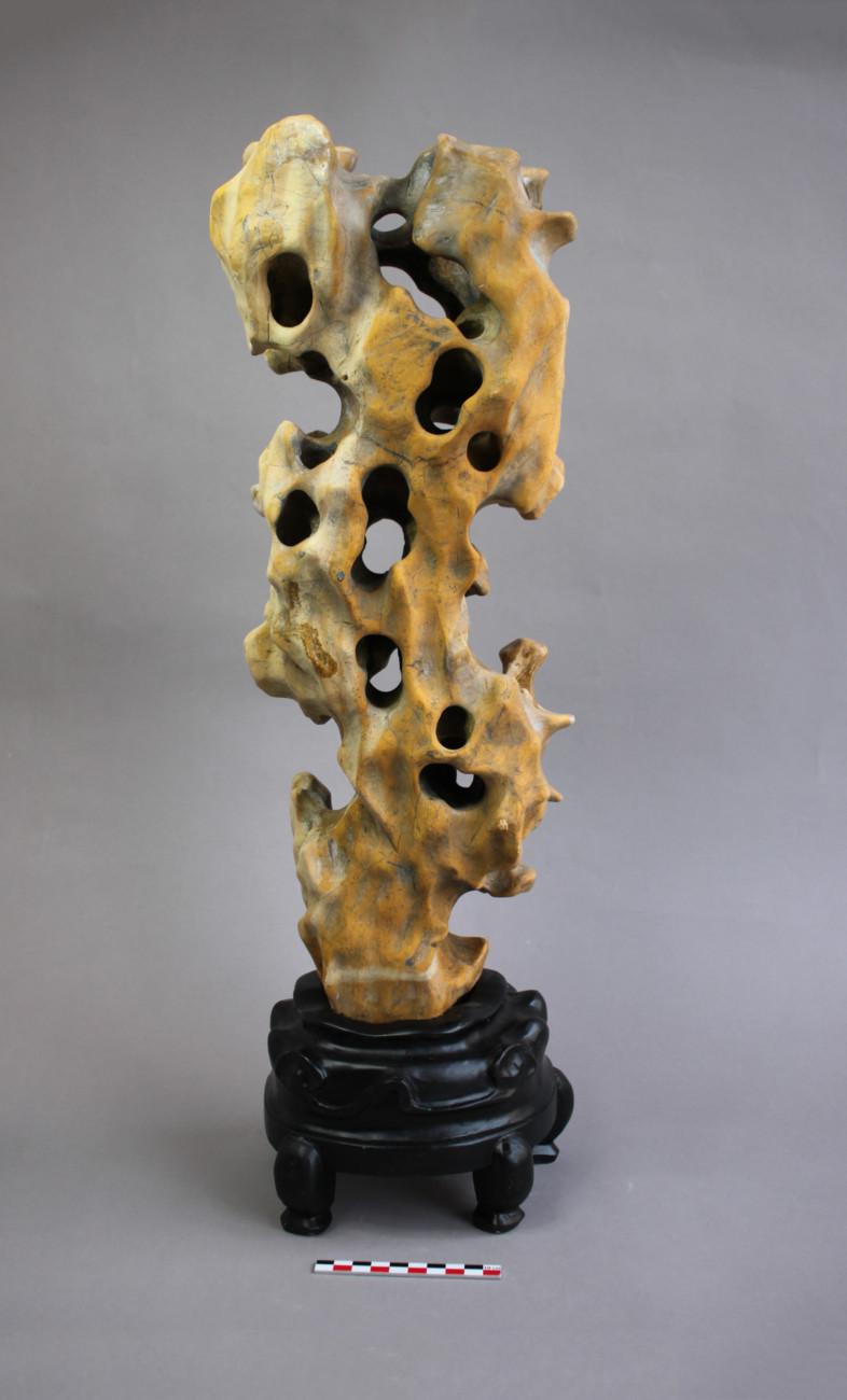 Restauration d'une sculpture de Rocher des lettrés