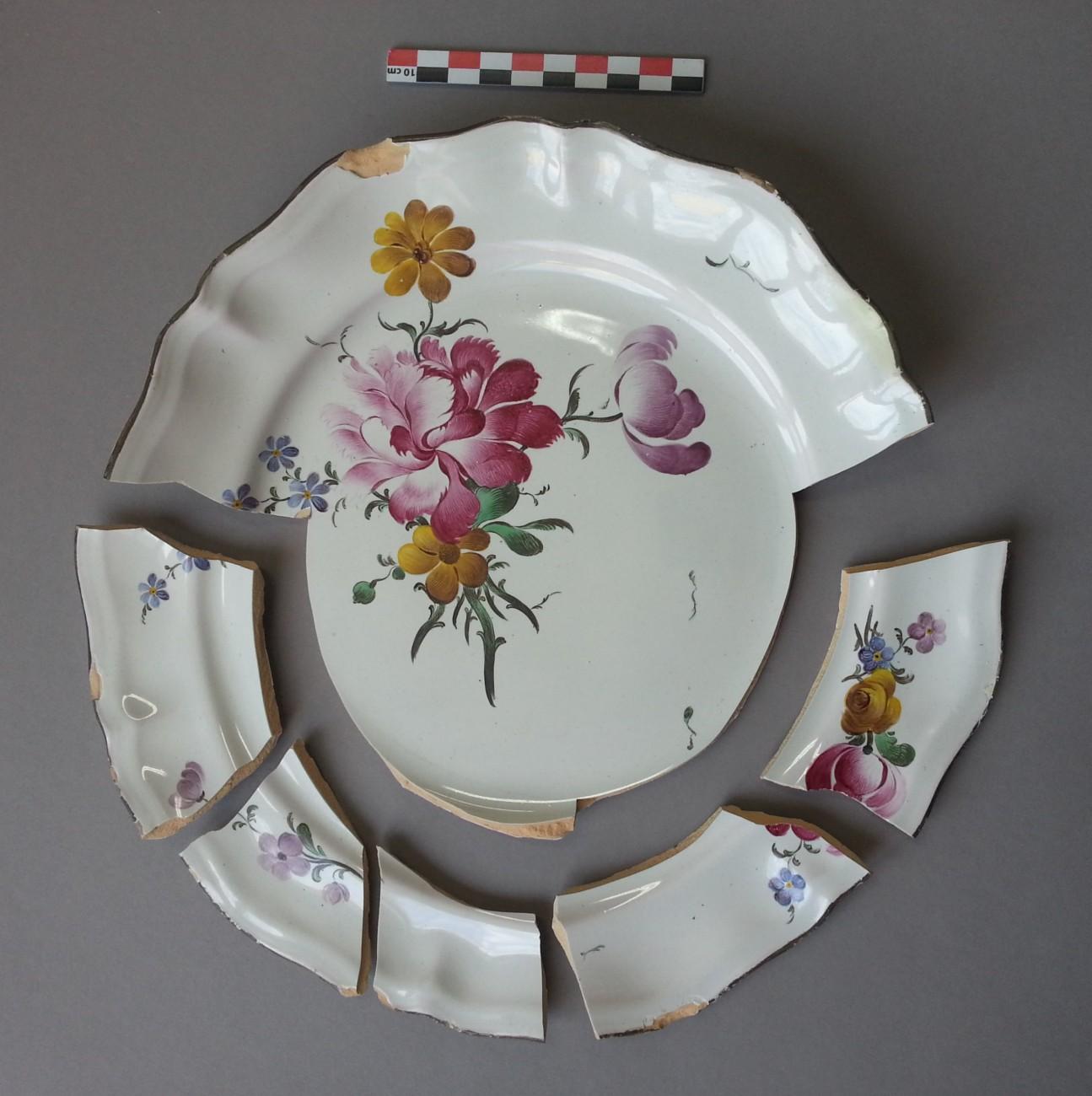 Restauration d'une assiette fleurie de Strasbourg