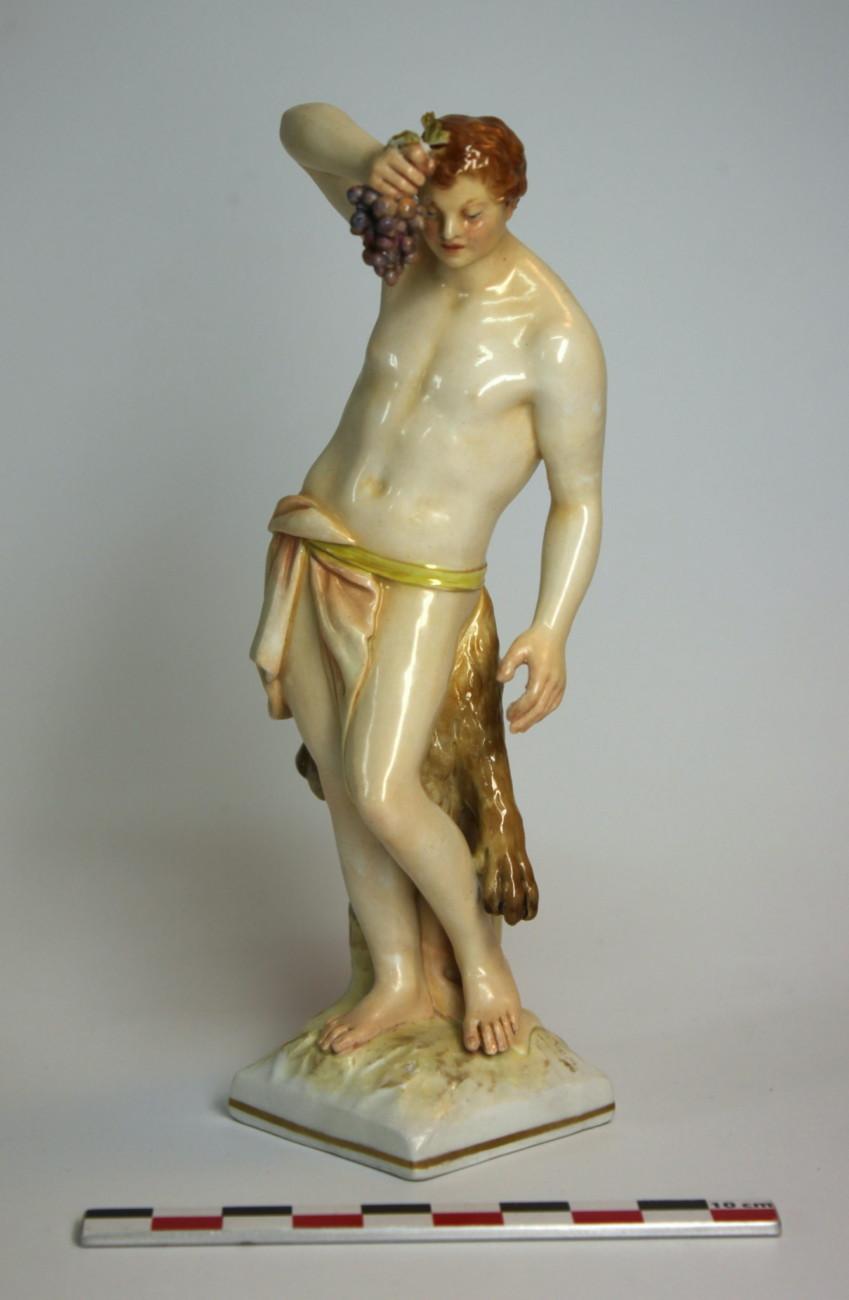 Restauration d'une figurine en porcelaine de Bacchus