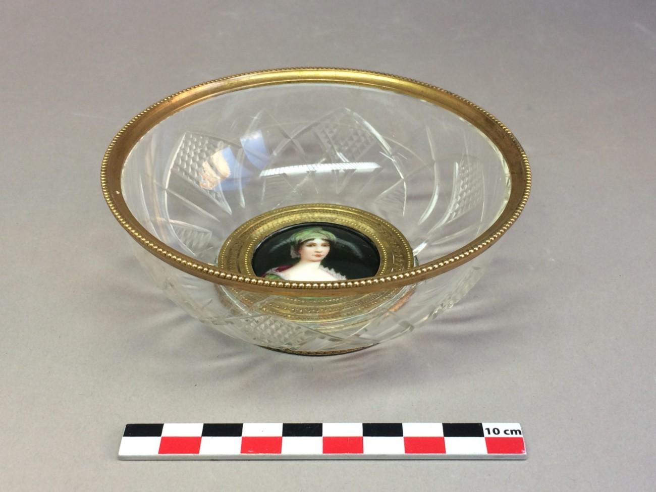 Restauration d'une coupelle en verre brisée