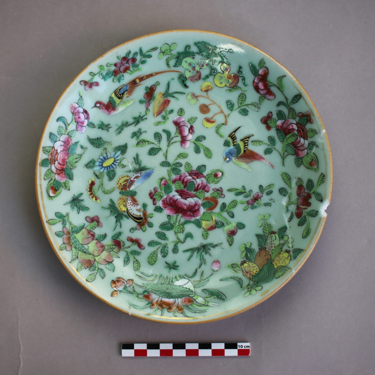 Assiette en porcelaine de Chine, 19ème (?), famille rose