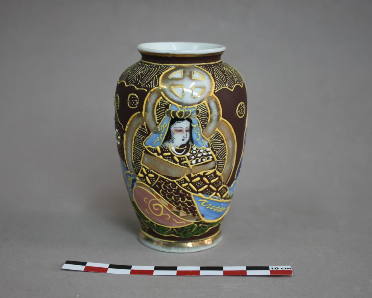 Restauration d'un petit vase en porcelaine japonais type Satsuma