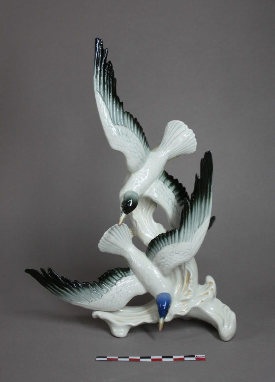 Restauration d'une statuette d'oiseaux en porcelaine