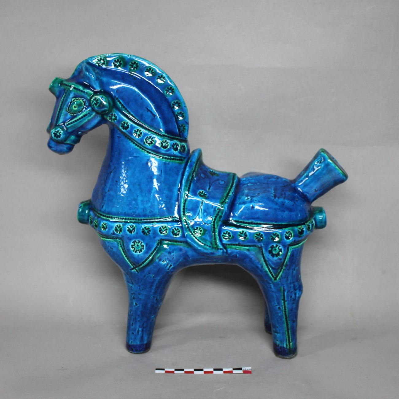 Restauration d'un cheval en faïence d'Aldo Londi, , série Rimini bleu