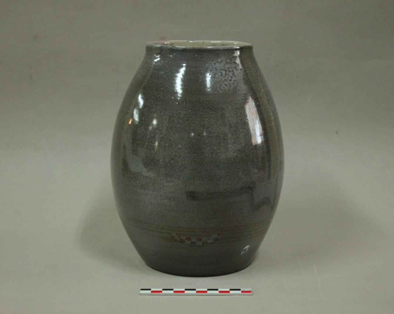 Restauration d'un vase en terre cuite émaillée d'Yves Suzanne