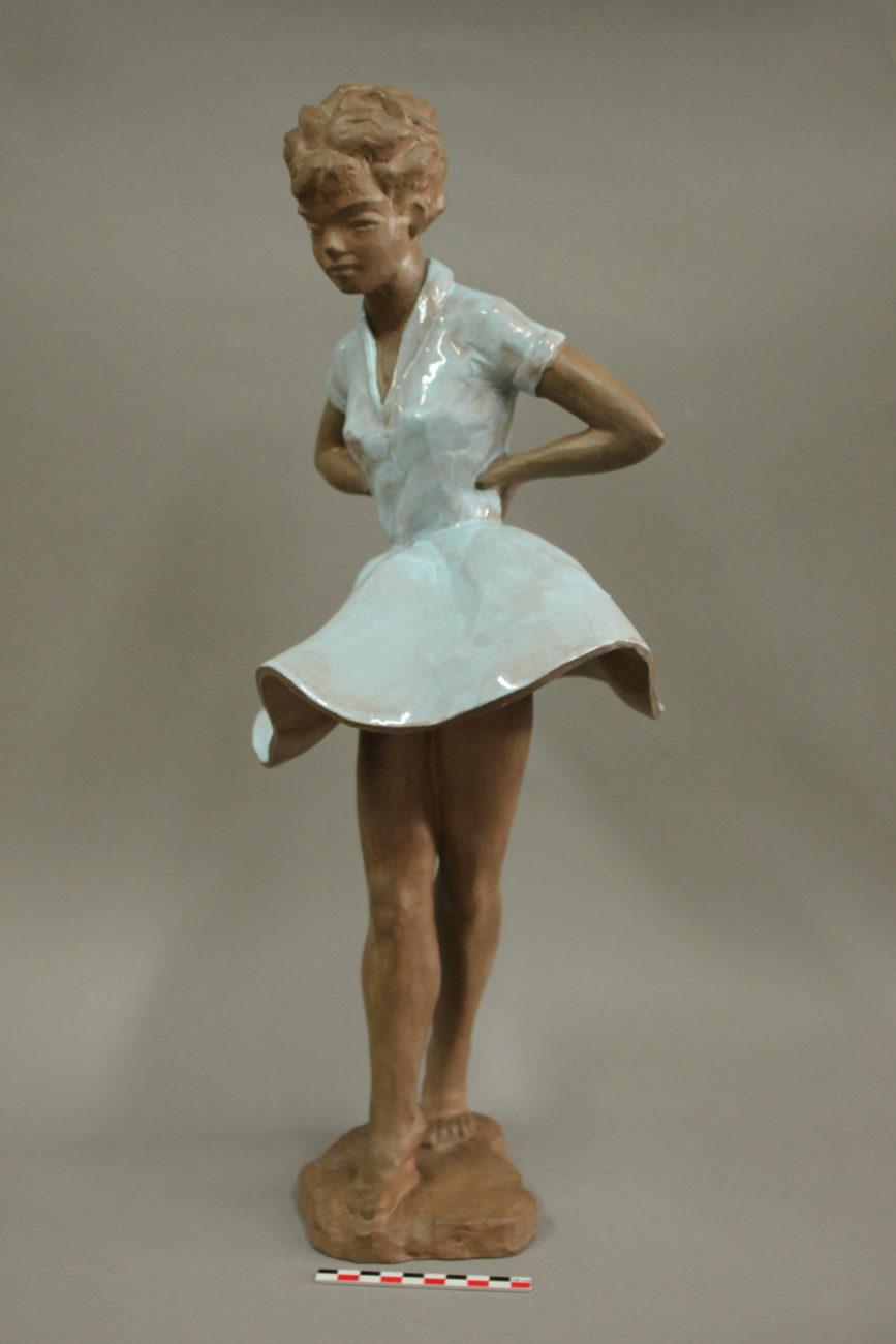 Restauration d'une sculpture de danseuse, terre cuite émaillée et patinée à froid