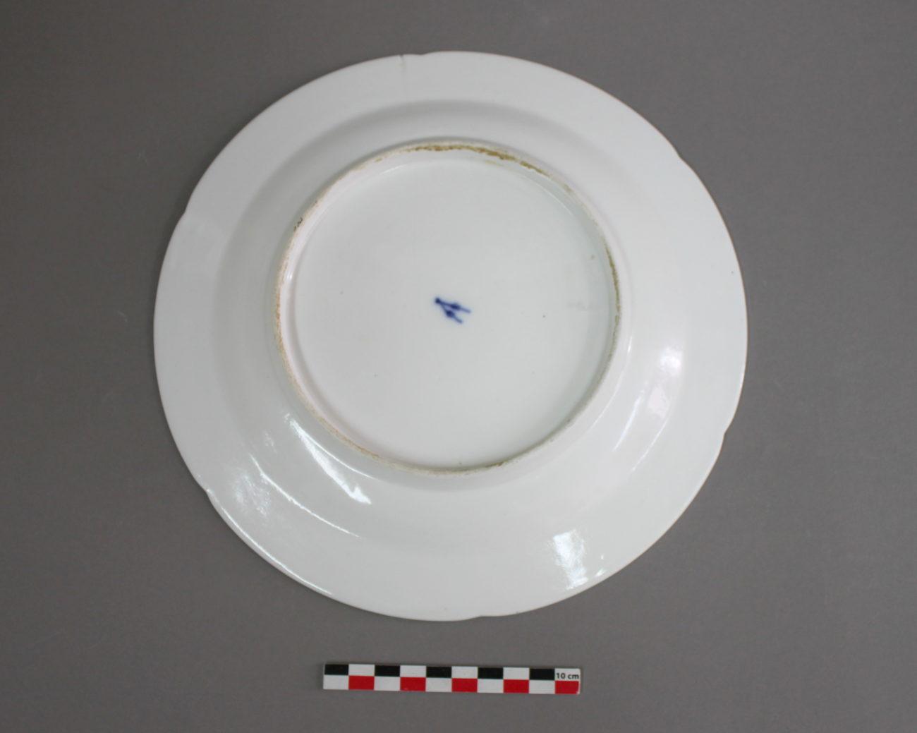 Restauration d'une assiette ancienne en porcelaine