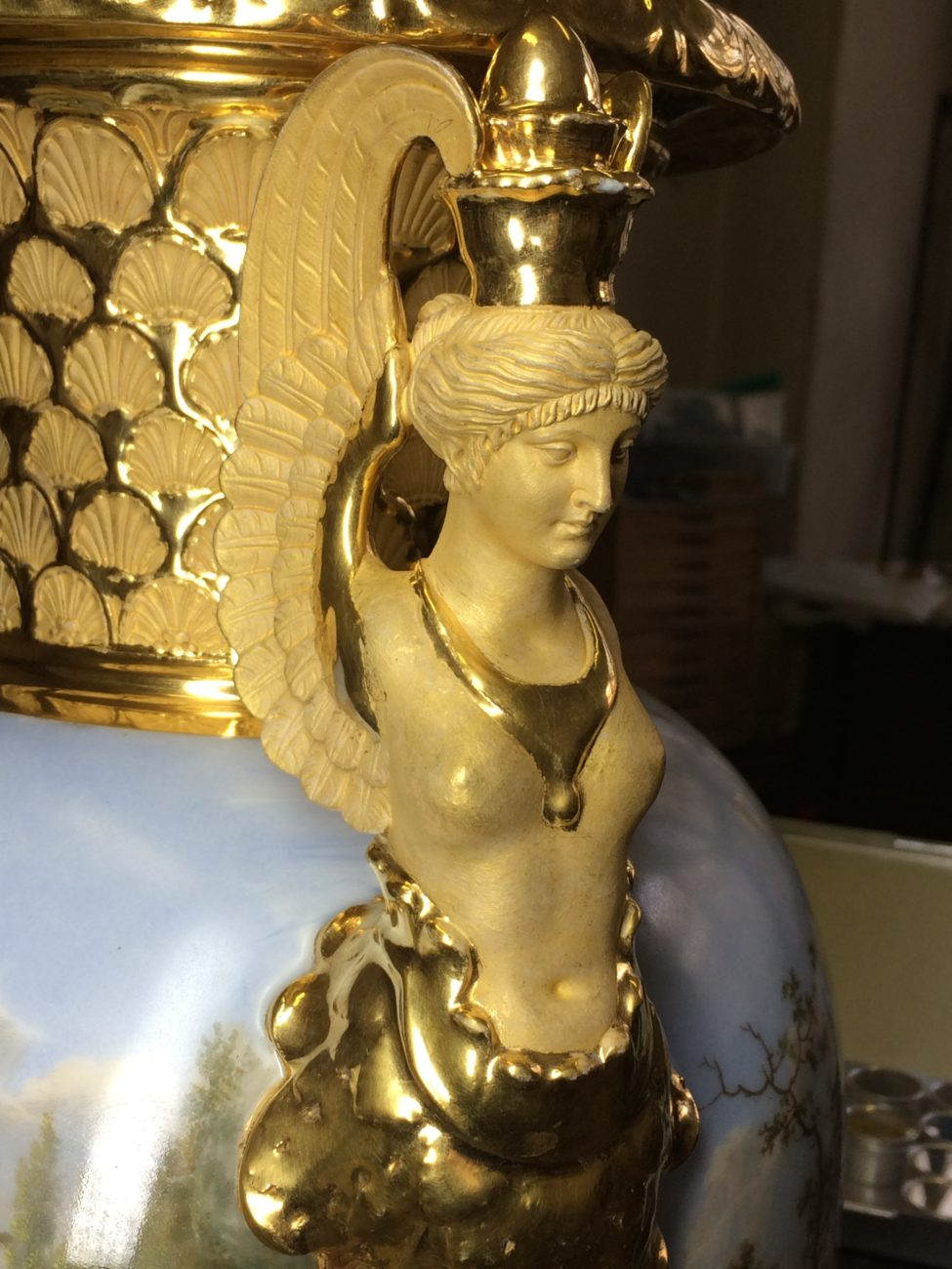 Restauration de vases en porcelaine dorées