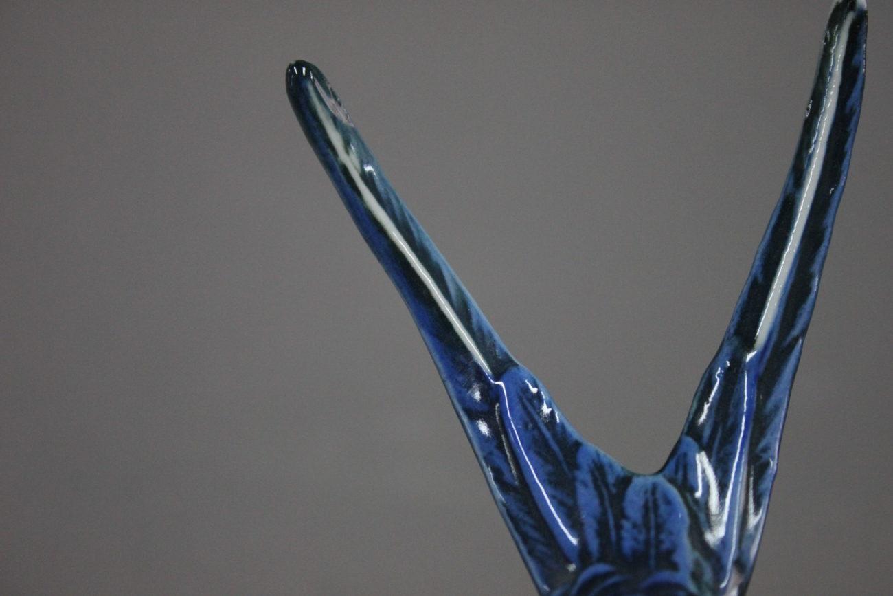 Restauration d'une figurine d'hirondelle en porcelaine allemande de la Manufacture Karl ENS, Saxe.