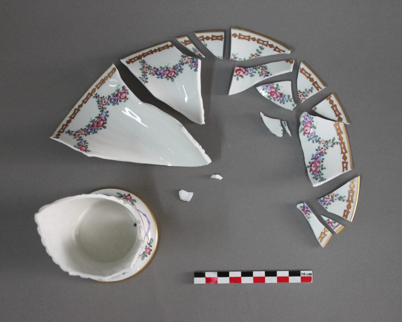 Restauration d'un vase cornet en porcelaine
