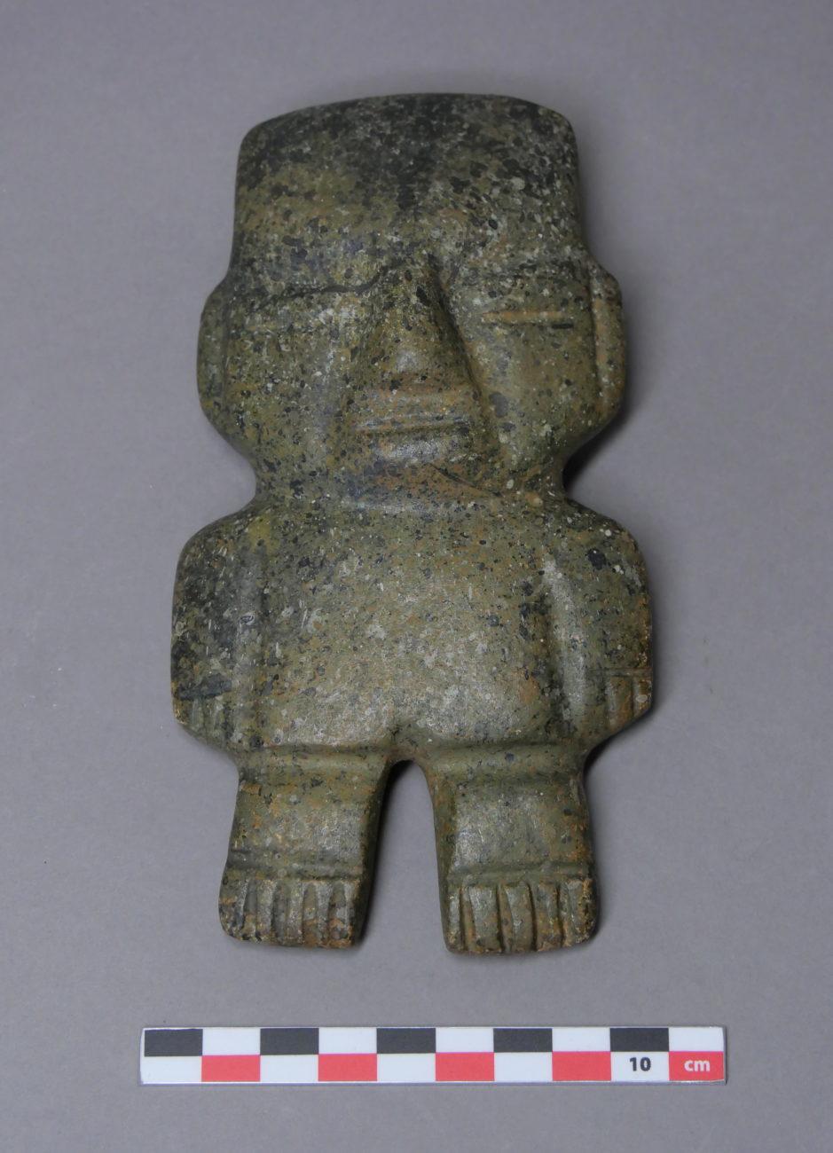Restauration d'une figurine artéfact de statuette d'Amérique
